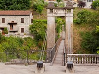 Италия. Тоскана. Лукка. Old beautiful bridge in Bagni di Lucca, Italy. Фото topdeq - Depositphotos
