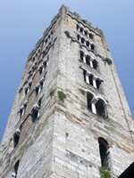 Италия. Тоскана. Лукка. The San Martino church tower in Lucca, Italy. Фото Martin Garnham - Depositphotos