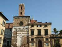 Италия. Тоскана. Лукка. Lucca - San Giovanni church. Halina Piechowicz - Depositphotos