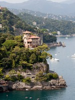 Villa on the rock. Фото Aigars Reinholds - Depositphotos