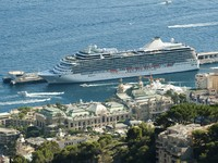Монако. Big cruise ship docked in Monaco. Фото Deyan Georgiev - Depositphotos