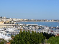 Франция. Лазурный Берег. Канны. Cannes panorama, waterfront. Фото Гюльнара Абдюшева - Depositphotos