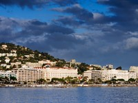 Франция. Лазурный Берег. Канны. Cannes showing a part of the famous Croisette. Фото Andreas Karelias - Depositphotos