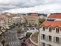 Франция. Лазурный Берег. Канны. Cityscape view of Cannes before festival in May, French riviera. Фото Роман Бородаев - Depositphotos