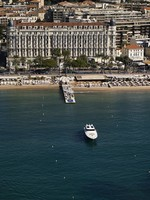 Франция. Канны. France, Cannes, aerial view of the city and the coastline. Фото Angelo Giampiccolo - Depositphotos