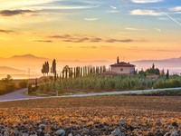Италия. Тоскана. Tuscany landscape at sunrise, Italy. Фото sborisov - Depositphotos