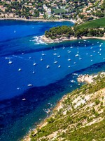 Французская Ривьера. Aerial view on Cassis and Calanque Coast, Southern France. Фото Robert Zehetmayer - Depositphotos