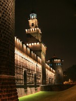 Италия. Милан. The night view at Castel Sforzesco. Фото Sergey Lisov - Depositphotos