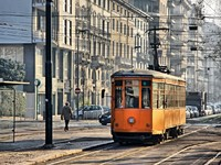 Италия. Милан. Old vintage orange tram on the street of Milan, Italy. Фото Oleksandr Prykhodko - Depositphotos