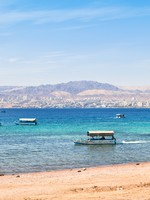 Иордания. Акаба. Aqaba gulf and view on Israel town Eilat. Фото Valery Voennyy - Depositphotos