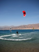 Иордания. Акаба. Kitesurfer in the Gulf of Aqaba. Фото Vladimir Komarov - Depositphotos