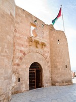 Иордания. Акаба. The Aqaba Flagpole under medieval Mamluks fort . Фото Valery Voennyy - Depositphotos