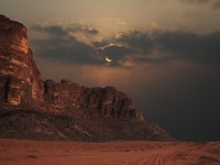Иордания. Пустыня Вади Рам. Sun being obscured by clouds in Wadi Rum, Jordan. Фото Алексея Кузнецова - Depositphotos