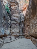 Иордания. Петра. Petra. Jordan. The siq path in nabatean city of petra jordan. Фото STYLEPICS - Depositphotos