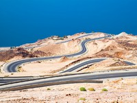 Иордания. Dead 's sea road area, curvy highway with desert landscape in Jordan. Фото Aleksandar Todorovic - Depositphotos