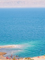 Иордания. Мертвое море. Dead sea in Jordan. Panorama with on sand beach of Dead Sea, Jordan. Фото vvoennyy - Depositphotos