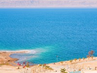 Иордания. Мертвое море. Panorama with on sand beach of Dead Sea, Jordan. Фото vvoennyy - Depositphotos