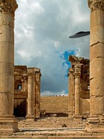 Иордания. Джераш. Columns of the ruins of Jerash, Jordan with a UFO sighting. Фото Marco Carbonini - Depositphotos