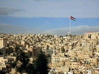 Иордания. Амман. Amman city view with a flag, Jordan. Фото MrHamster - Depositphotos