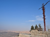 Иордания. Гора Нево. Cross over mount Nebo,where prophet moses passed by. Фото  yafa80 - Depositphotos