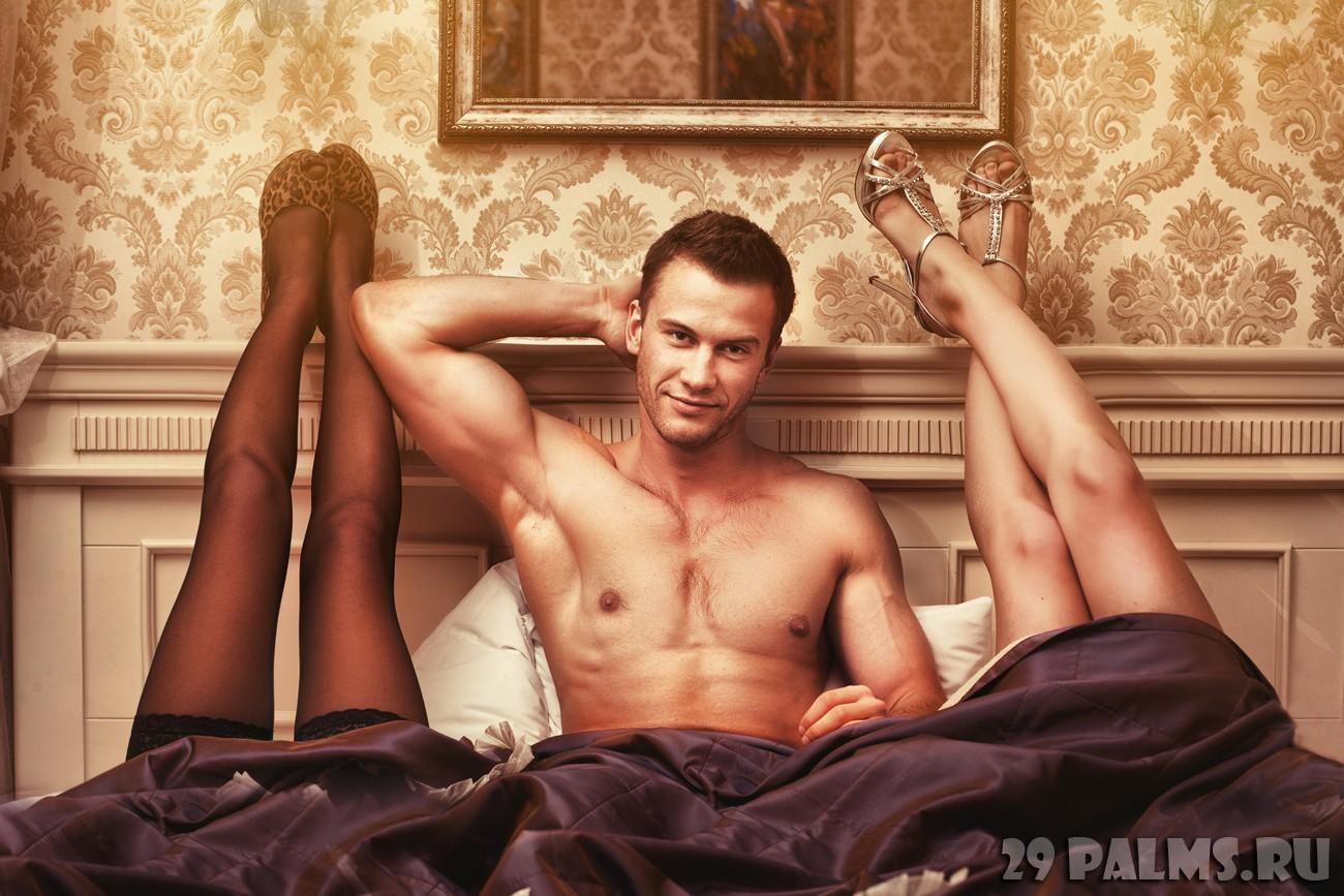 Соблазнила парня в спальне 1 фотография
