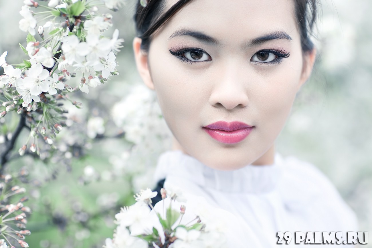 Японка учиться делать 8 фотография
