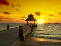 Мальдивы. Colorful Sunset Maldives. Фото Filip Fuxa - shutterstock