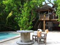 Мальдивы. Soneva Fushi. Front garden Crusoe with pool