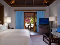 Sheraton Maldives Full Moon Resorts&Spa. Cottage Interior