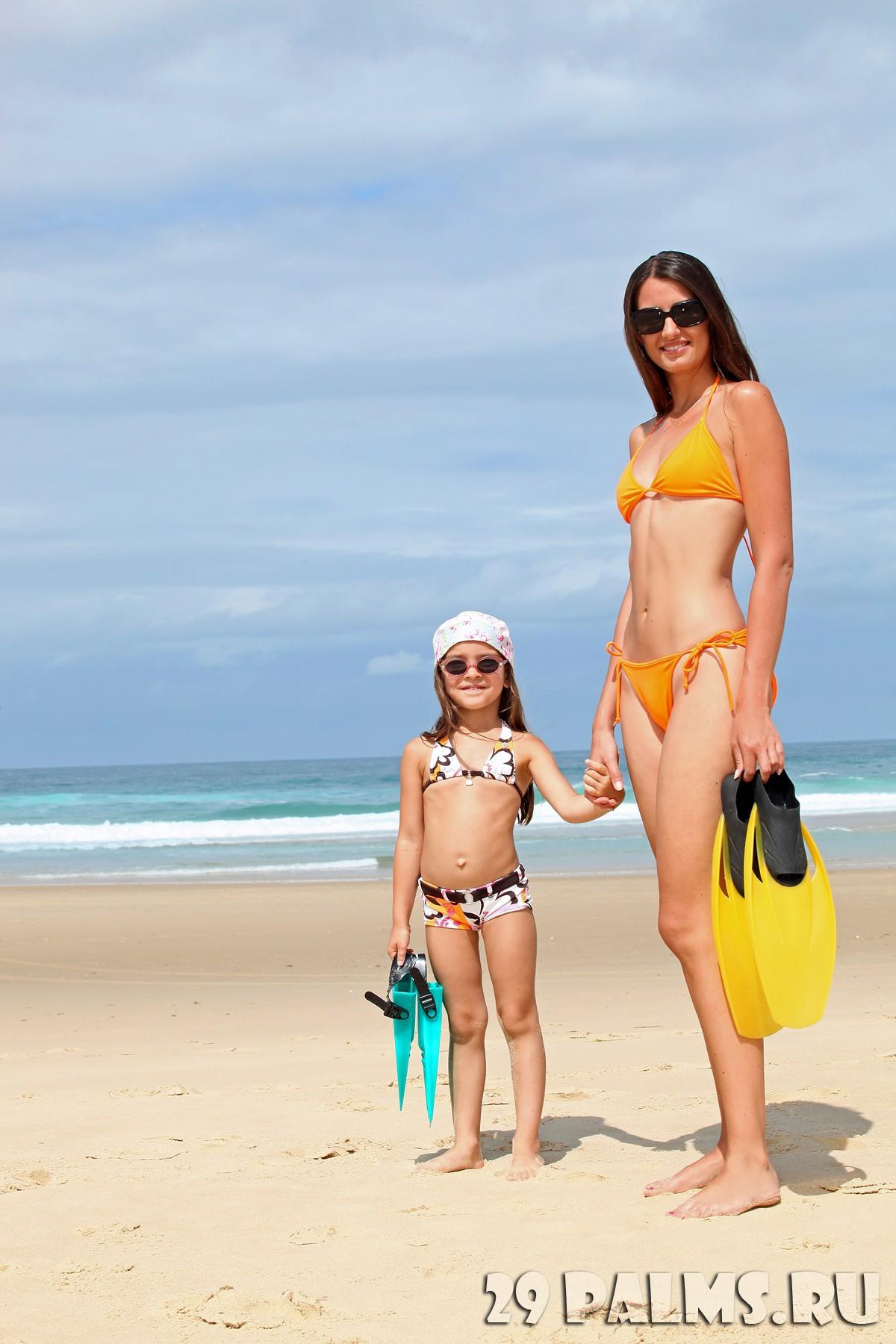 Фото с пляжей мам и дочек 10 фотография