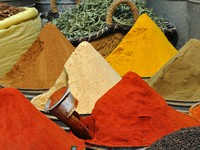 Марокко. Oriental spices shop. Фото philipus - Depositphotos