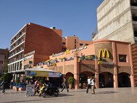 Марокко. Марракеш. Mc Donalds Restaurant in Marrakesh, Morocco. Фото Philip Lange - Depositphotos