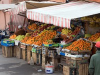 Марокко. Марракеш. Джемма эль Фна. Market Fruits near Djamaa el Fna place in Marrakech, Morocco. Фото Irina Belousa - Depositphotos
