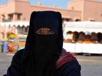 Марокко. Марракеш. Джемма эль Фна. Portrait of a Berber Woman at Djemaa el Fna square in Marrakesh. Фото Philip Lange - Depositphotos