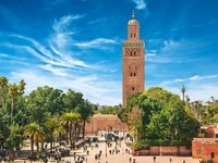 Марокко. Марракеш. Мечеть Кутубия. Main square of Marrakesh in old Medina. Morocco. Фото Larysa Kryvoshapka - Depositphotos