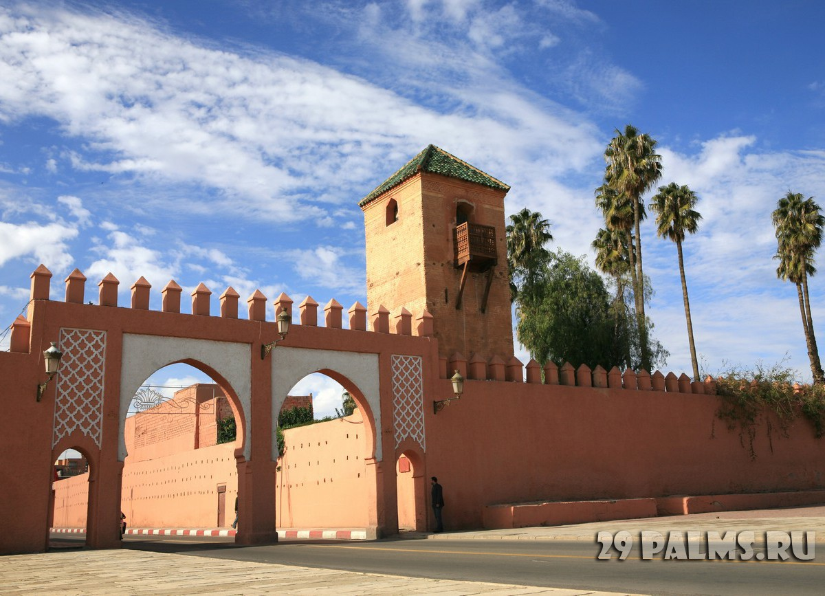 Марокко. Марракеш. Gate in traditional oriental style in Marrakech, Morocco. Фото Irina Belousa - Depositphotos