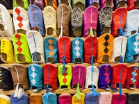 Марокко. Касабланка. Colorful moroccan babouch shoe slippers. Фото Rosa Frei - Depositphotos