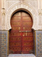 Марокко. Фес. Decorated door in the medina of Fes, Morocco. Фото Philip Lange - Depositphotos