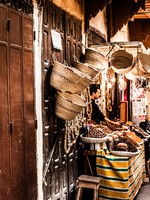 Марокко. Фес. Small street in Fez medina (old town). Morocco. Фото Mariusz Prusaczyk - Depositphotos