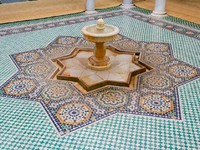 Fountain in the Tomb of Moulay Ismail in Meknes. Фото Sacha Ferrarelli - Depositphotos