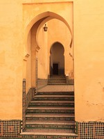 Oriental arch doors in the medina of Meknes, Morocco. Фото Philip Lange - Depositphotos