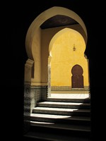 Yellow wall with traditional arc, Morocco, Meknes. Tomb of Moulay Ismail. Фото Przemystaw Zak - Depositphotos