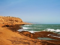 Марокко. The coast of the Atlantic Ocean in Morocco. Фото Larysa Kryvoshapka - Depositphotos