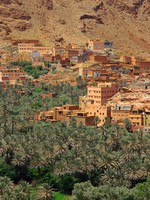 Марокко. Panorama of a village among Moroccan hills, view from the road from Tinerhir to Todra gore. Фото yoka66 - Depositphotos