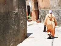 Марокко. Arabian woman in the street of Marrakesh, Morocco. Фото evp82 - Depositphotos