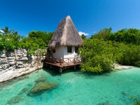 Мексика. Idyllic mexican jungle scenery with hut on the water. Фото Patryk Kosmider - Depositphotos