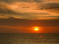 Мексика. Beautiful sunset over the Caribbean in Cancun, Mexico. Фото dubassy - Depositphotos