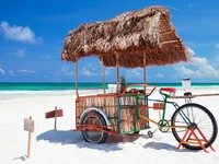 Мексика. Exotic beach bar transformed from bike at Caribbean beach in Mexico. Фото shalamov - Depositphotos