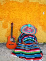 Мексика. Mexican typical lazy man sombrero hat guitar serape. Фото TONO BALAGUER SL - Depositphotos