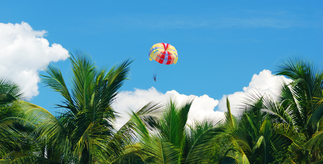 Мексика. Канкун. Парасайлинг. Parasailing. Фото haveseen - Depositphotos